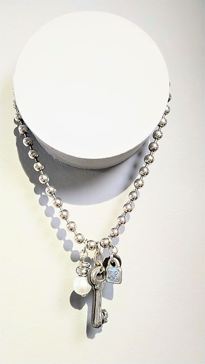 Necklace Unode50 short key pearl
