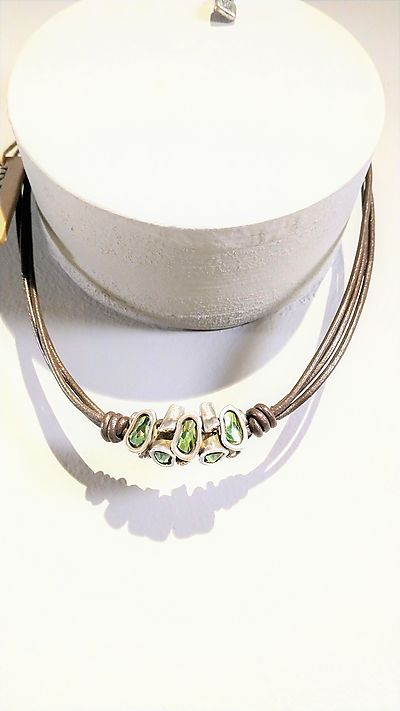 Necklace Unode50 short Swarovski crystals and leather
